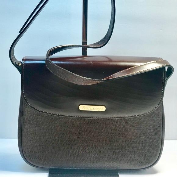 594fdedc6a00 Burberry Handbags - Authentic Burberrys Vintage Classic Shoulder Bag